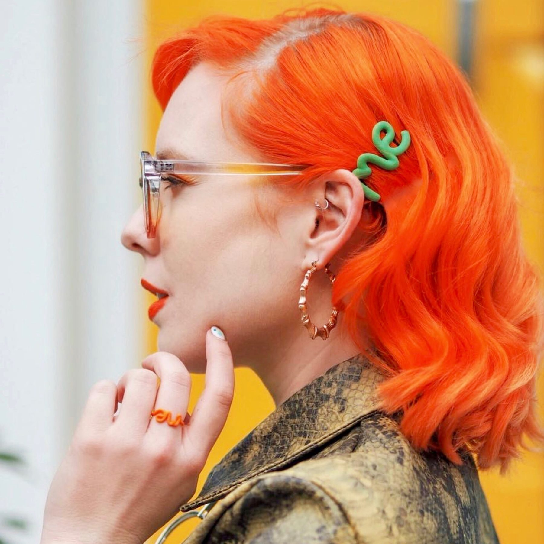Orange Me ring and green 'Me' hair clip, worn by Betty